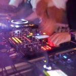 platine et table de mixage